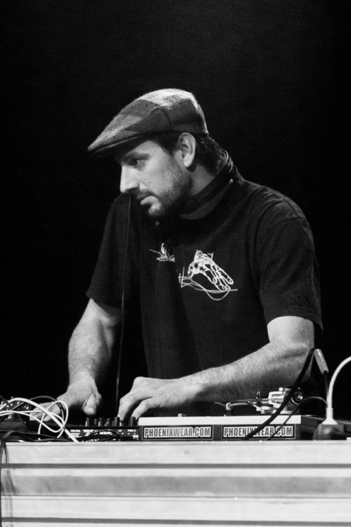 Vi.Be4 R E D R E D - DJ Courtasock